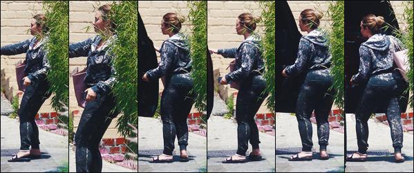 16/07/18 : Notre sublime Demi Lovato a été photographié alors qu'elle quittait son cours de gym  • à West Hollywood. Demetria semble vouloir que très peu se montrer en ce moment, surtout lorsqu'elle sort de ses cours, dommage mais   je donne un top quand même.