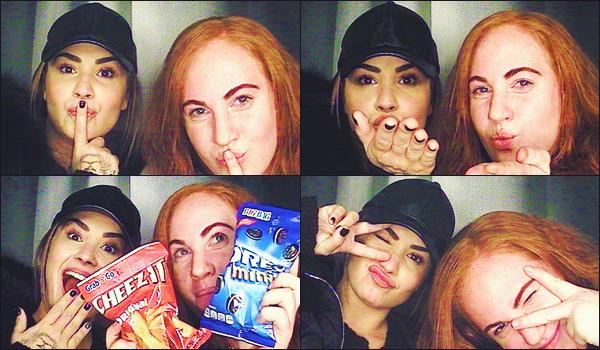 .     décembre 2018 • photos personnelles de Demi.     Voici les clichées dévoilées dans les médias de notre Demi et une amie, prenant des photos dans un photomaton. .