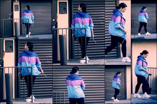 """"""" -04/06/19 •- Demi Devonne Lovato à été phographiée seule dans  les grandes rues de la ville de - Beverly Hills !  Demetria répète énormément les tenues qu'elle porte lorsqu'elle fait ce genre de sorties, c'est dommage mais son choix ! ○ Un petit bof. ."""