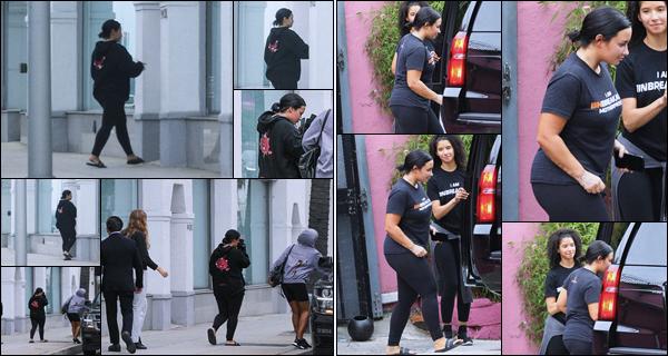 """"""" -17/06/19 •- Demi Devonne Lovato à été phographiée allant au « Portofino Tanning Salon »  dans - Beverly Hills !  Demetria a ensuite été photographiée alors qu'elle sortait de son cours de gym, j'adore la voir active de cette sorte. ○ Un top pour ça.. ! ."""