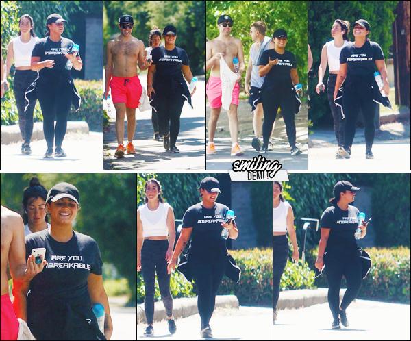""""""" -30/06/19 •- Demi Devonne Lovato à été phographiée en petite balade avec des amis dans - Los Angeles, CA !  Dem. est donc tout sourire et cela fait chaud au coeur ! + Demi a effectivement désactivé ses réseaux sociaux (instagram). ○ Un top ! ."""