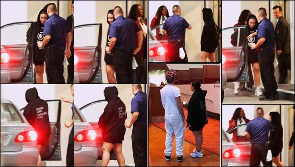 """"""" -15/08/19 •- La discrète Demi D. Lovato à été phographiée au Arclight Theatre avec son bff à - Los Angeles, CA !  Demetria sort très peu mais nous offre tout de même quelques sorties de temps à autre; c'est avec Matthew cette fois. ○ Un top, Demi ! ."""