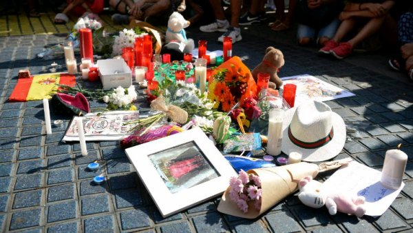 Hommage a tous les victimes d attentat et à leur famille de tout coeur avec eux