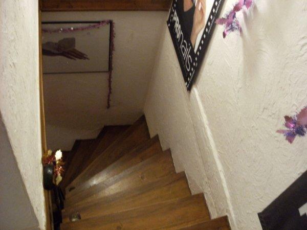 Escaliers du magasin pour acceder au bureau.