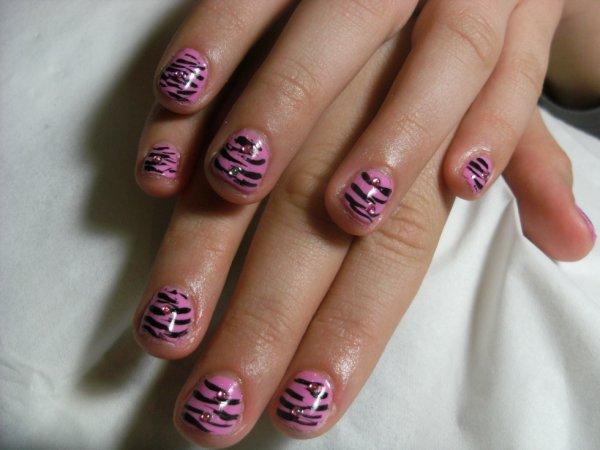 la premier fois que je fais des ongles a meryl