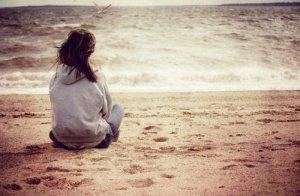 """""""Elle n'était pas seule, non. Il lui restait sa solitude."""" - 1933-2010"""