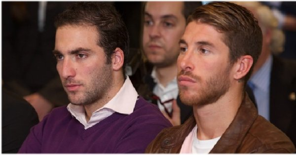 39. Gonzalo Higuain & Sergio Ramos  Not Requested / Ecrit par Lina