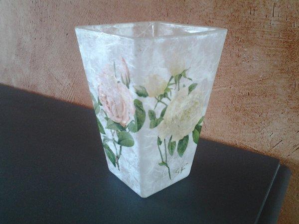 vase carre motif roses