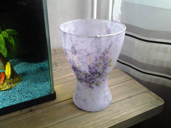 vase mauve motif lilas