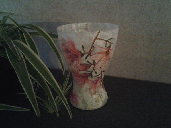 vase magnolias