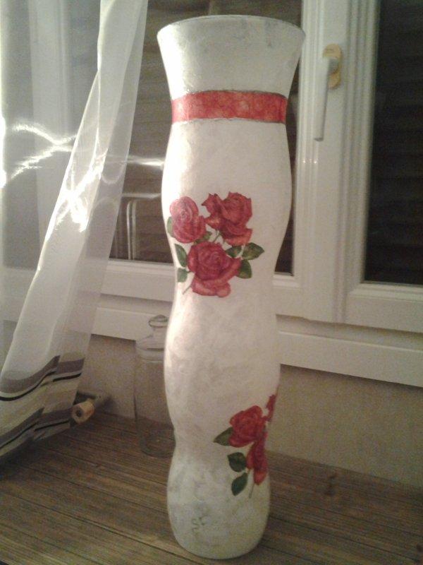 vase ht 1m motif roses rouges