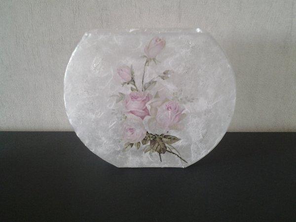 vase motif roses