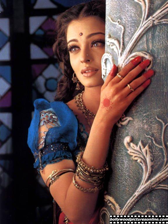 Aishwarya rai namaste bollywood - Coup de foudre bollywood ...
