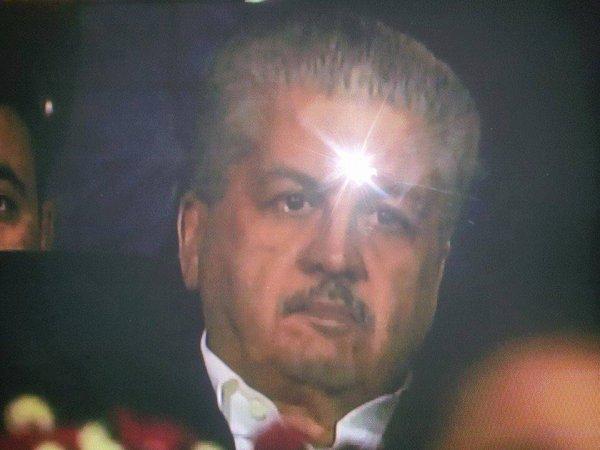 سلال يذرف دموع فرحة التأهل تحيا الجزائر