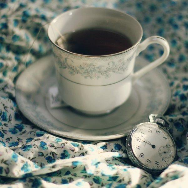 Sujet Numéro 2 : Prenez Donc Une Tasse De Thé, Et Laissez-Moi Hanter Et Merveilliser Votre Vie...~