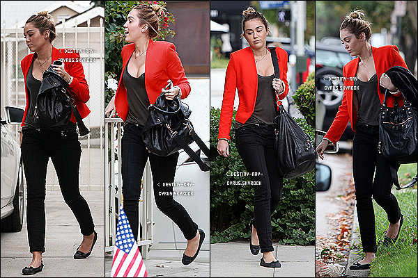 .  11/11/11 - Miley, son amis Vijat et sa BFF Denika ont été faire du shopping chez Maxfield à Beverly Hills ! .