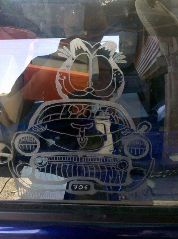 gravure sur les vitres de la 306 encourt suite