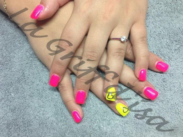 Lagriff'd'isa nail art coeur fluo flashy
