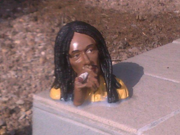 le statue de Bob poser au cimetiere