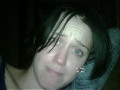 Katy perry?? !! On a du mal à y croire =O  « Tu t'es vue quand tu viens de te réveiller et que tu as encore la tête dans le pâté ? » __ Russell Brand*