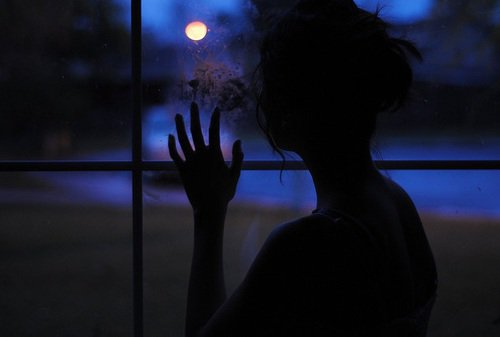 Il n'étais qu'un souvenir pour elle, le souvenir d'une illusion perdu, ce garçon si parfait qui était pour elle sa promesse de bonheur