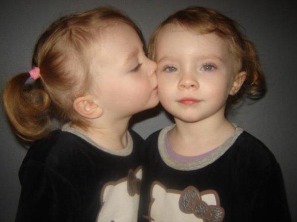 Vickie & Lidie ; Mes soeur jumelles ♥ .