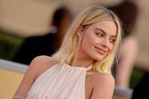 Margot divine sur le tapis rouge des SAG Awards