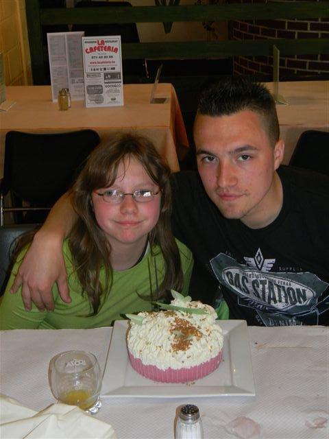 Moi et ma petite soeur pour notre anniversaire :)