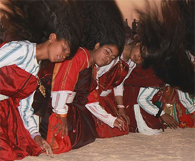 juste un aperçu de la danse des cheveux dans le sud tunisien
