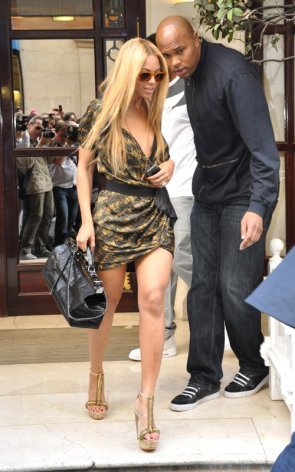 Beyonce sortant de son hotel à Paris 20 Avril 2011