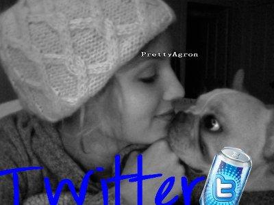 Hey GUY nouvellephoto twitter postée par Mlle Agron alors T♥P B☻F OU FL:(P ?? + son message sur son sit Web !!