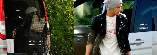 25 Avril - Zayn arrive chez lui à Londres.