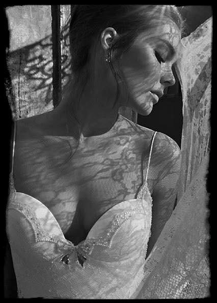 La femme montre juste ce qu'elle veut . Le reste … ou on le mérite ...ou on l'imagine .