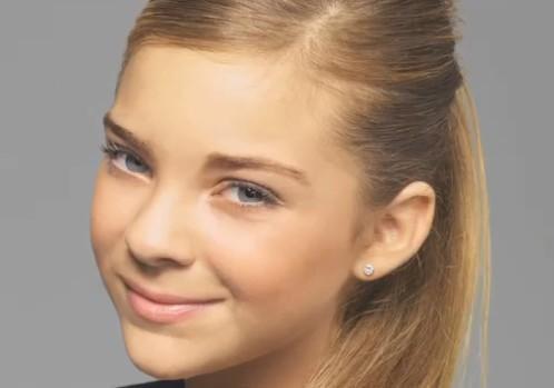 Caroline Costa.