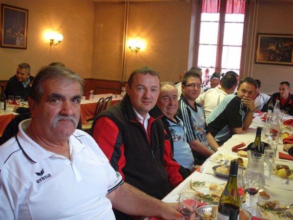 GRAND PRIX 2011 - TOUR DE TABLE  - SUITE -
