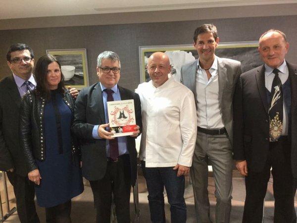 Le Prix des Écrivains Gastronomes à Thierry Marx et Bernard Thomasson pour L'Histoire à la Carte (La Martinière-France Info)