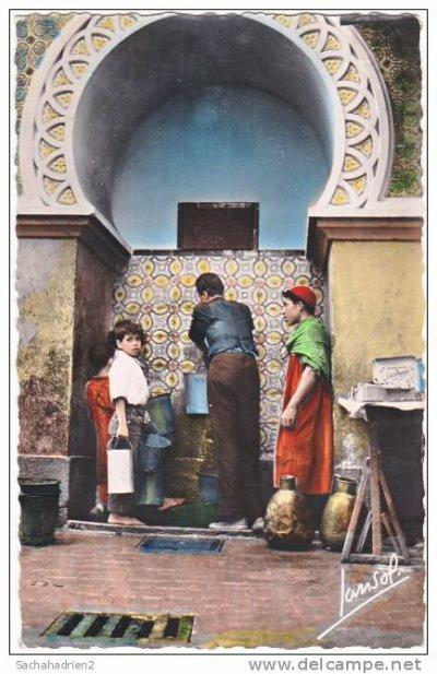 Deux des fontaines d'Alger...!