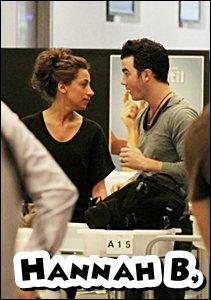 07.03.2011 : Nick vole direction Nashville + Joe enchaîne les shopping + candids + Kanielle à Miami