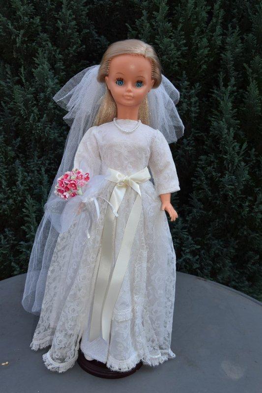 Nouvelle Mariée ;-) Cathie porte la robe de mariée de 1968