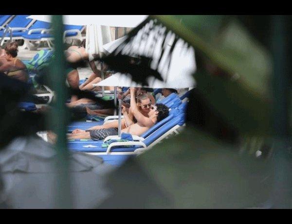 LE 13 MARS: Joe et Blanda à la piscine de l'hotel Sheraton