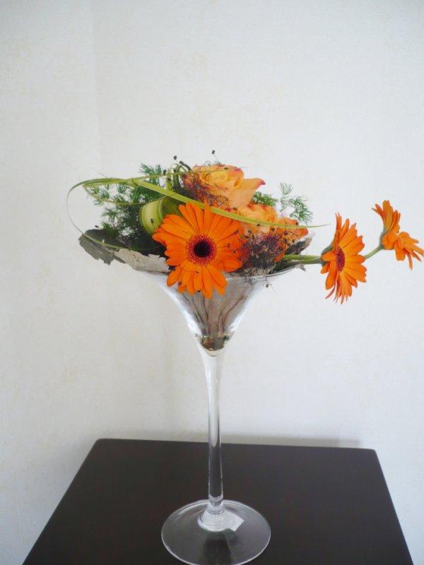 bouquet orange dans vase martini