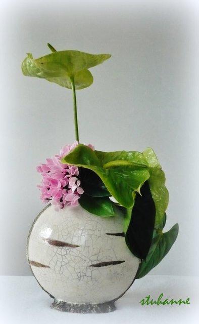 dans un vase en raku du céramiste Jean Marie CHASSAING