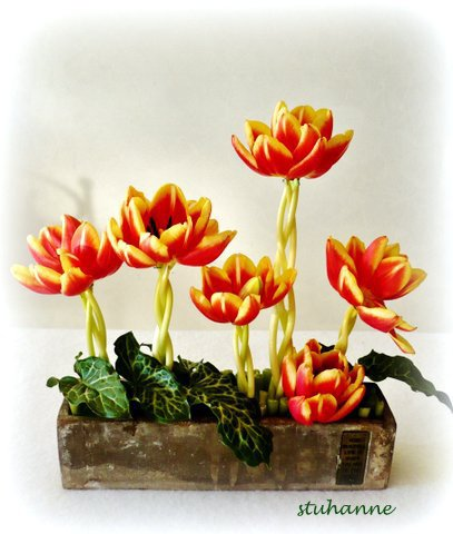 tresser les tiges de tulipes