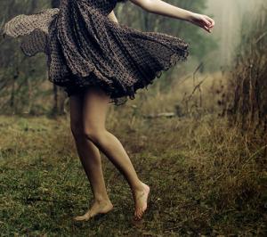 « La vie ne fait pas de cadeau. C'est malheureux mais c'est comme ça.. Un jour on pleure le lendemain on sourit, un jour on haie le lendemain on aime. On essaye de faire le vide mais c'est souvent ceux qui en ont le moins besoin qui y arrive le plus facilement. La vie c'est compliquée, mais on essaye de s'accrocher toutes les secondes, toutes les minutes, toutes les heures, tous les jours. Depuis que tu m'as abandonné j'essaye de sourire mais j'ai du mal. Depuis que t'es partie j'arrive plus à surmonter tout ça. J'avoue que j'ai énormément de mal à me battre, tu étais là & puis maintenant c'est fini. Je dois sans doûte arrêter d'esperer, arrêter de croire & de vivre dans le passé. »
