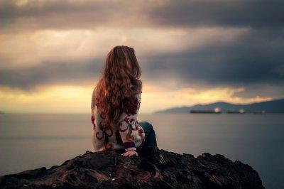 Si vous aimez quelqu'un, dites le lui, car beaucoup trop de coeur se sont brisés par des mots jamais prononcés.