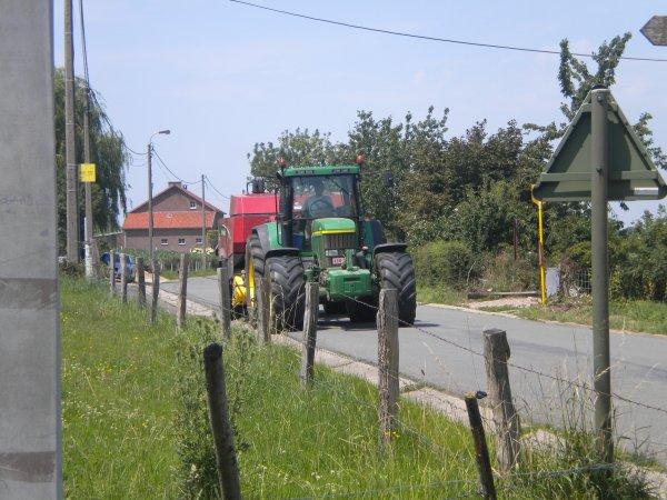 compilation de tracteur sur la route...!