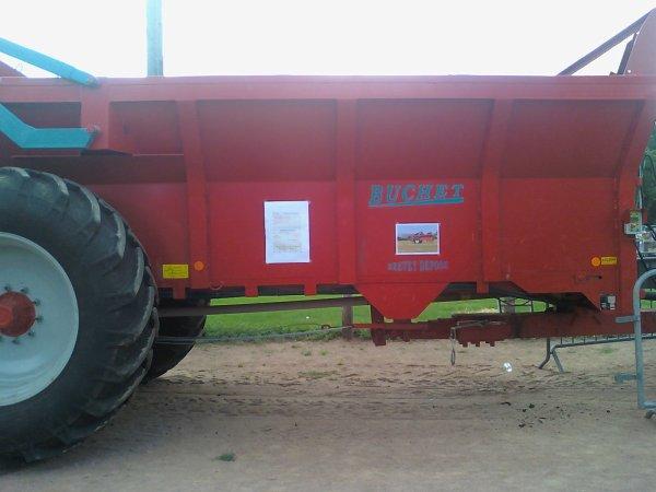 epandeur buchet 9 tonne