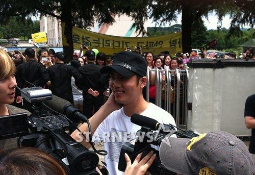 Kim Kyu Jong (SS501) débute aujourd'hui son service militaire.