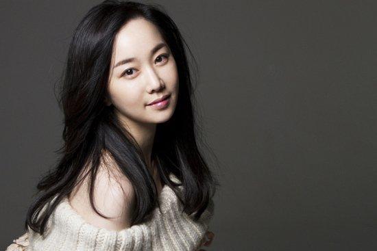 Un pickpocket a volé l'iPhone de l'actrice Kim Min Seo en pleine rue
