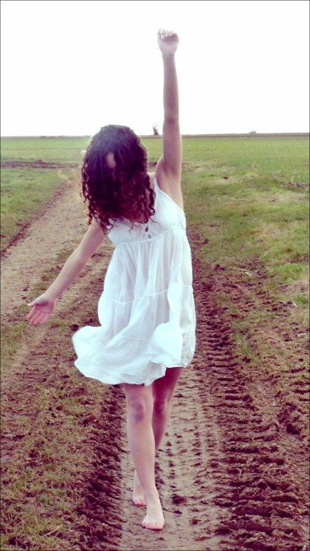 """. """" Réveillé tard encore, oui les draps sont vides. Sans un mot sur les pointes, ma danseuse est partie. J'ai attrapé mon flingue, Lula je deviens dingue ... """" Saez  <3."""